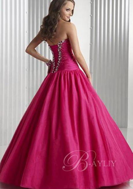 Grote maten jurken zijn onmisbaar in je garderobe. Je trekt je jurk aan en kan zo de deur uit. Je kan je jurk in grote maten nog net die extra touch geven met een mooi accessoire bijvoorbeeld.