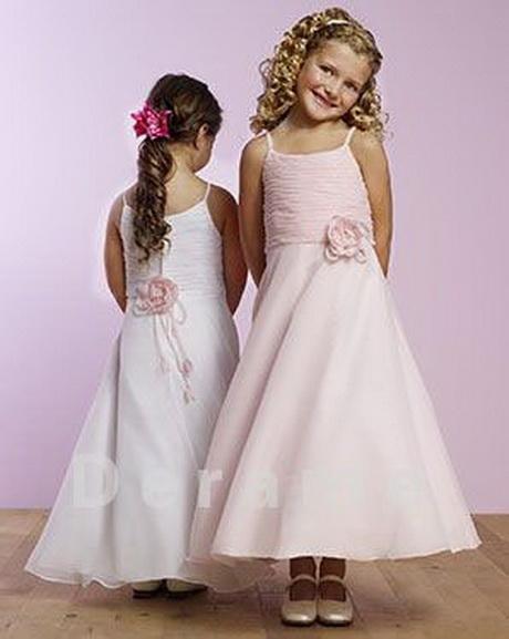 Kleurrijke prints en strepen, plooitjes en franjes, katoen en tulle: dankzij onze selectie jurken en rokken voor meisjes vind je zeker nieuwe favorieten.
