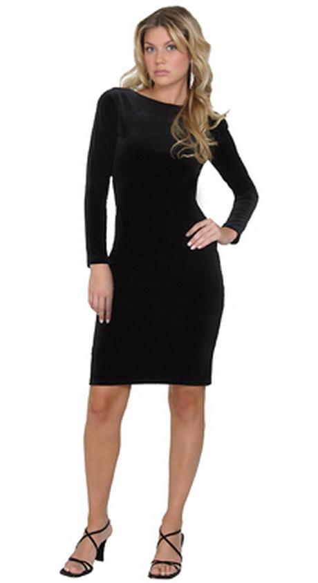Van zwarte jurken kun je er eigenlijk nooit genoeg hebben. Want zwarte jurken komen in zoveel stijlen, stoffen en pasvormen dat ieder exemplaar er weer totaal verschillend uitziet. Alleen al in de collectie zwarte jurken van ba&sh vind je een gevarieerde selectie van de zwarte jurk.